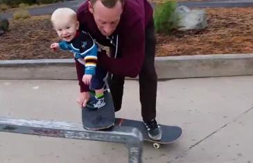 Ce bébé de 11 mois à de l'avenir dans le skateboard !