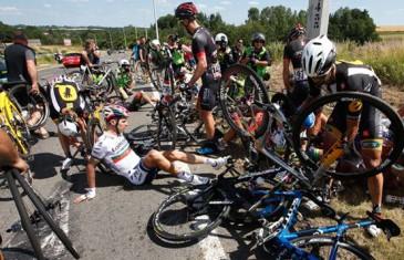 Enorme Chute lors du Tour de France 2015