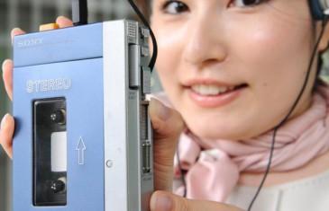 Deux ado découvrent le Walkman !