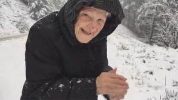 Mamie découvre la neige ?