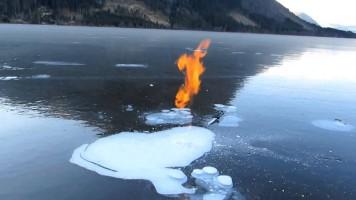 Un norvégien s'amuse avec du méthane et un lac gelé