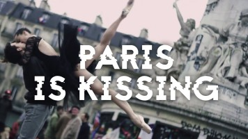 Paris is Kissing