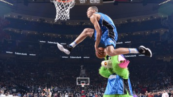 L'incroyable dunk du joueur de basket Aaron Gordon