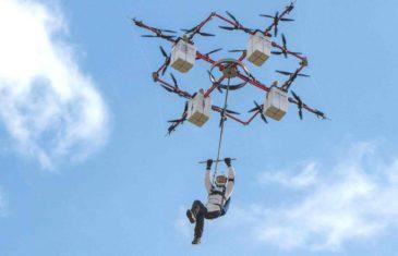 Il saute en parachute depuis…un drone !