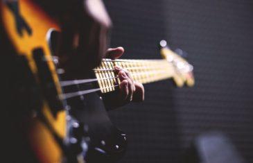Comment s'autoformer à la guitare aujourd'hui ?